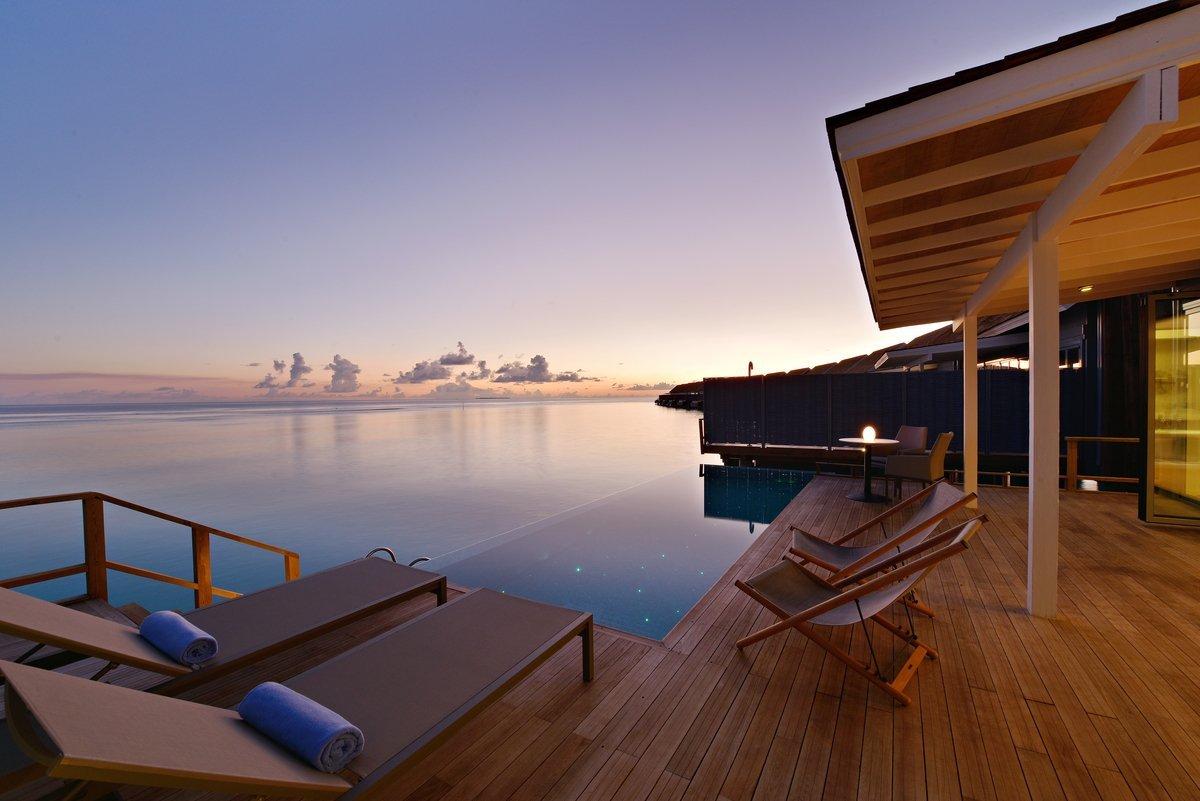 23 Sunset Water Villa with Pool