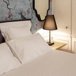 almohadas-de-hotel-estilo-clasico