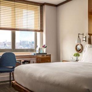 colcha de cama y almohadas urban