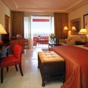 sabanas-y-almohadas-hoteles-resort